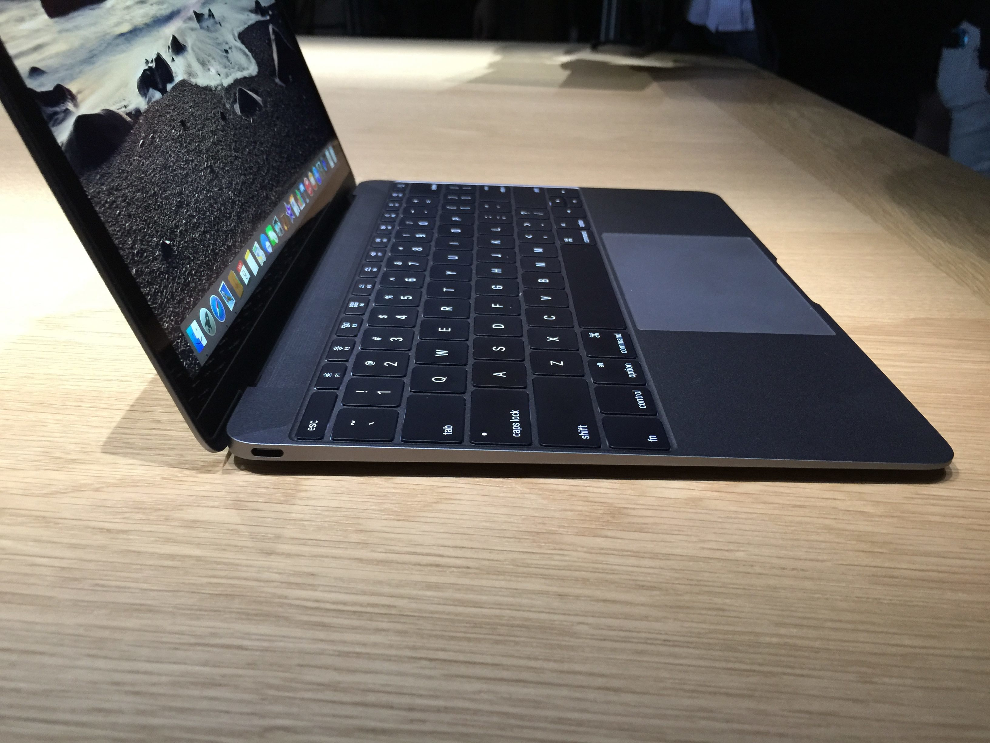 MacBook gris espacial