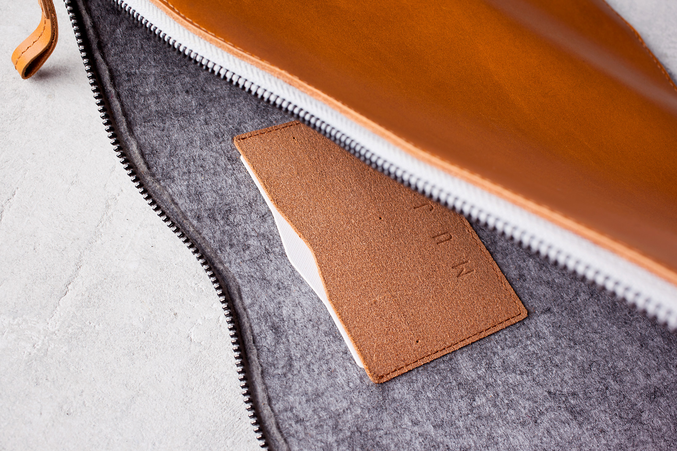 "Mujjo Folio Sleeve for 13"" Macbook Pro and Air - Tan Dentro"