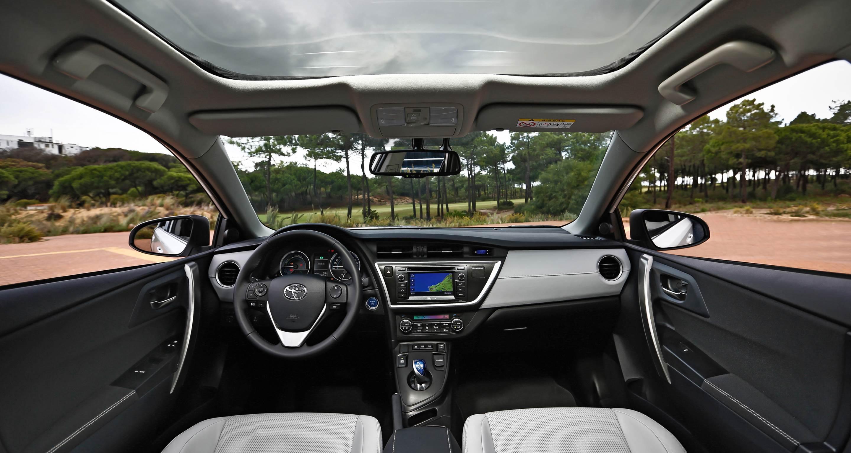 Detalle del interior de un Toyota Auris híbrido