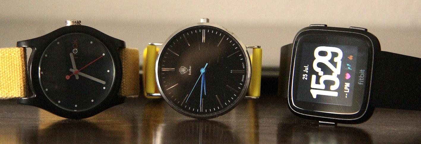 Comparación relojes analógicos Fitbit versa