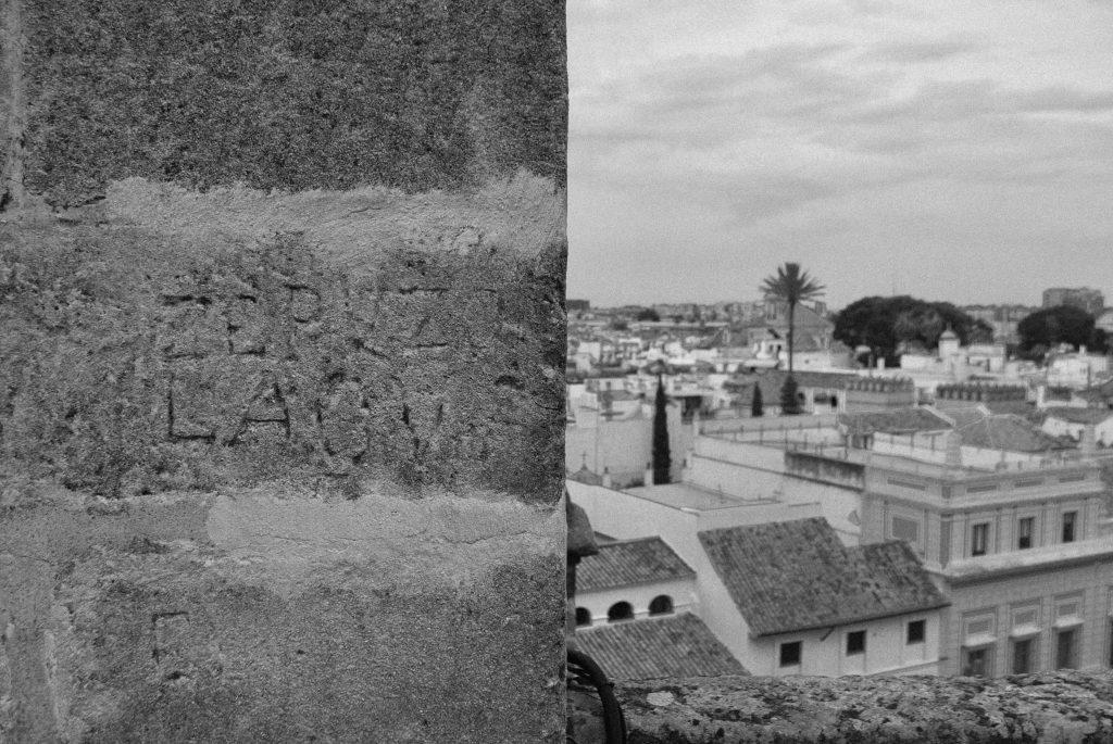 fotografía analógica blanco y negro monocromo analógica catedral sevilla marca cantero