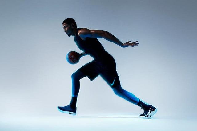 Jugador de baloncesto con las Nike Adapt BB