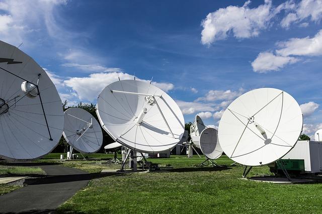 televisión vía satélite