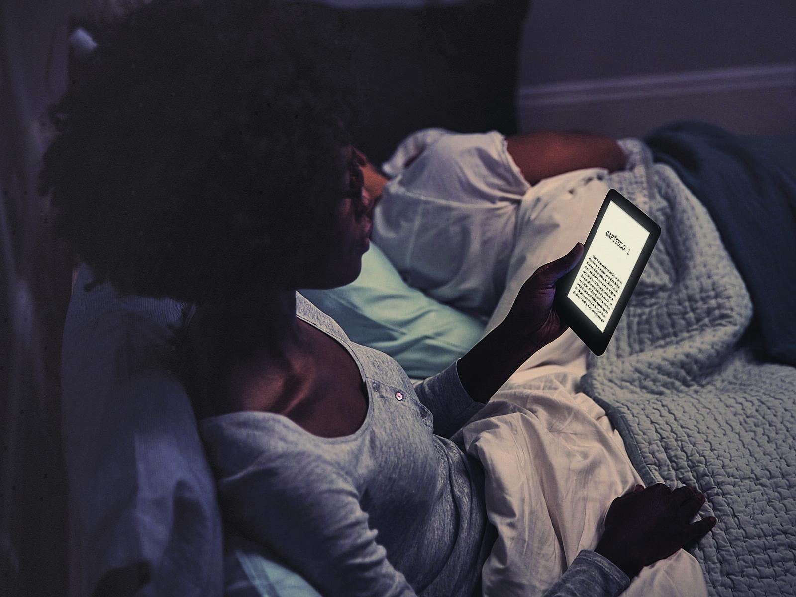 Leer por la noche con el Amazon Kindle