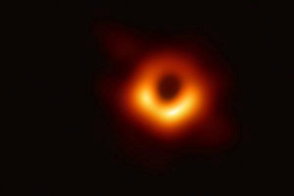 primer-agujero-negro-de-la-historia