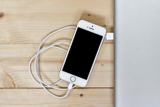 cargar móvil por cable y cargador inalámbrico