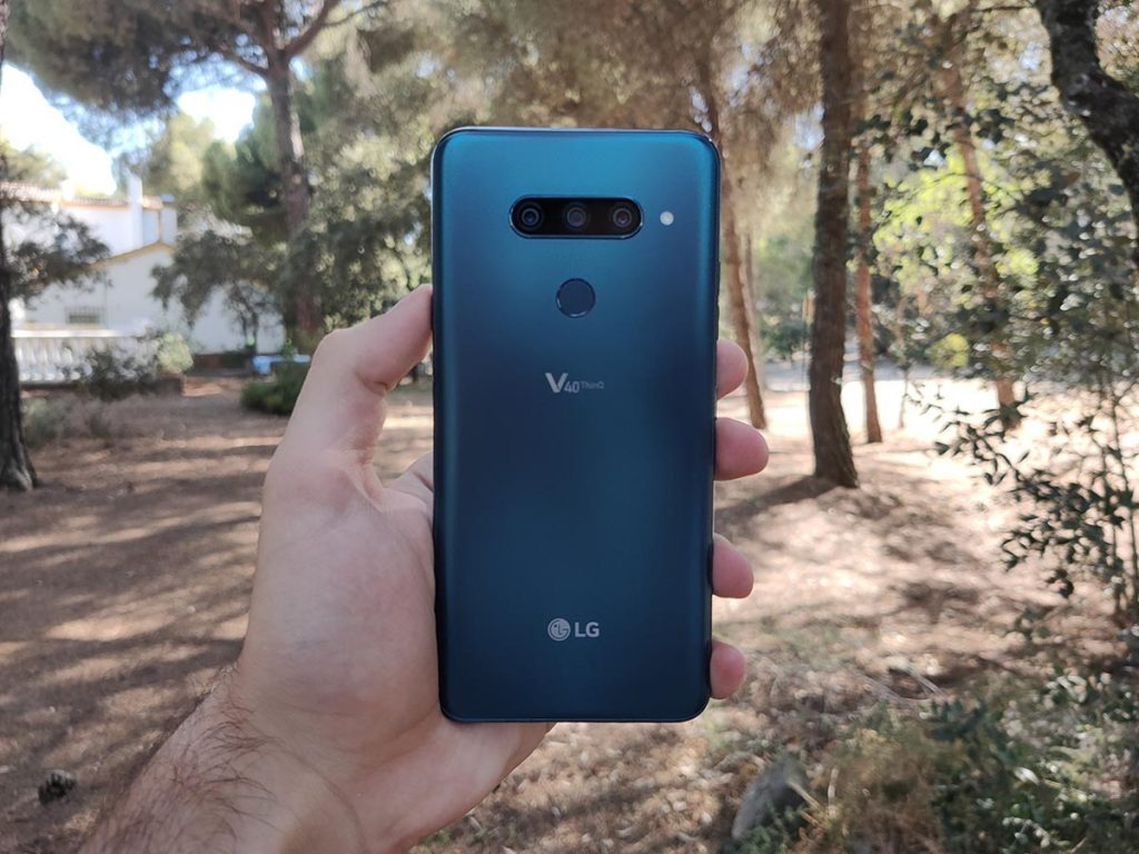 LG V40 ThinQ diseño