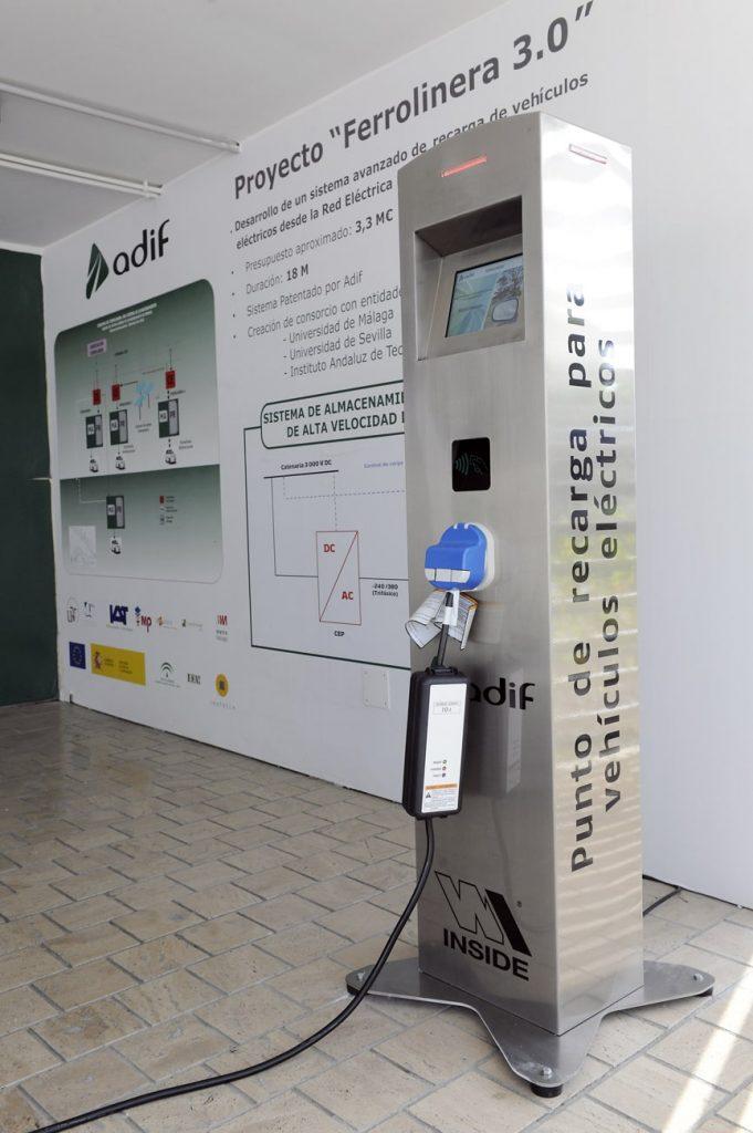 Cargador de coches eléctricos que usa energía del AVE