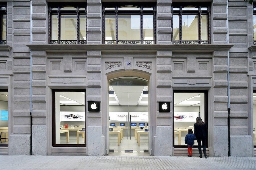Apple Store Calle Colón en Valencia, España.