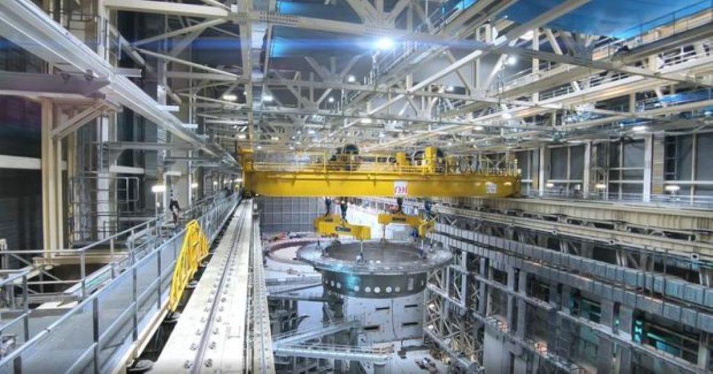 Proyecto ITER apuesta por un imán de mil toneladas para mejorar la energía de fusión.