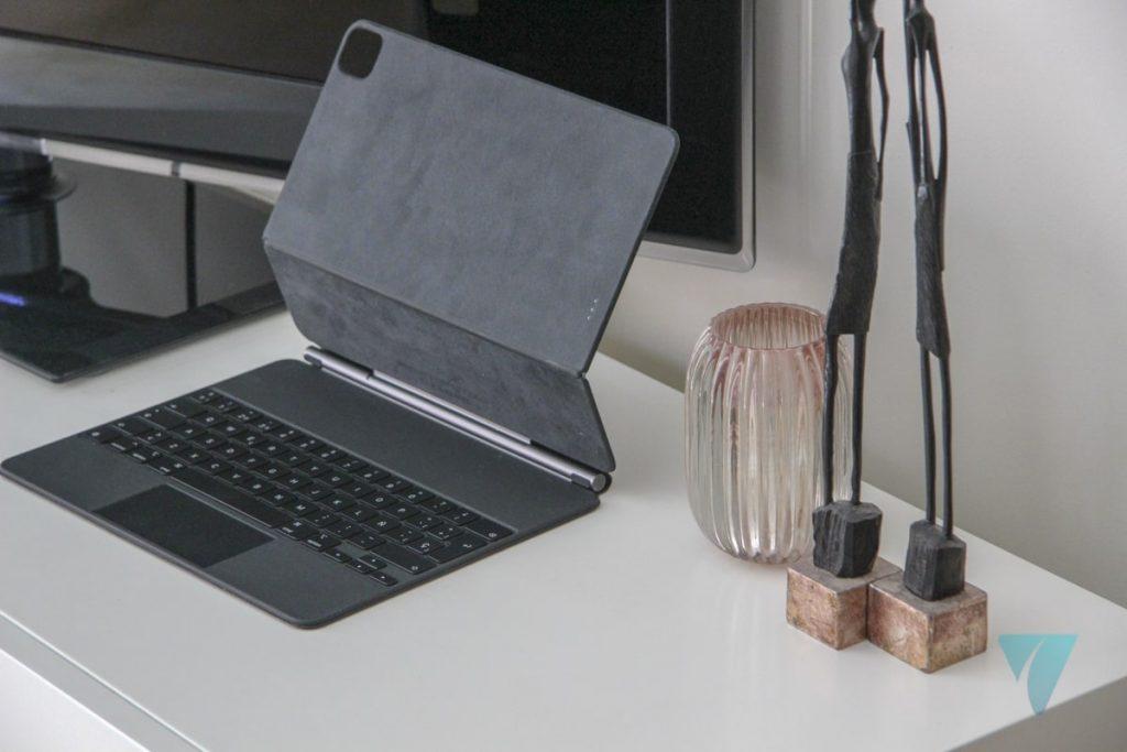 Magic Keyboard sin el iPad abierto