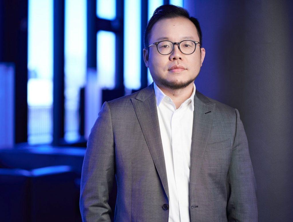 Viceprecidente de vivo Denny Deng