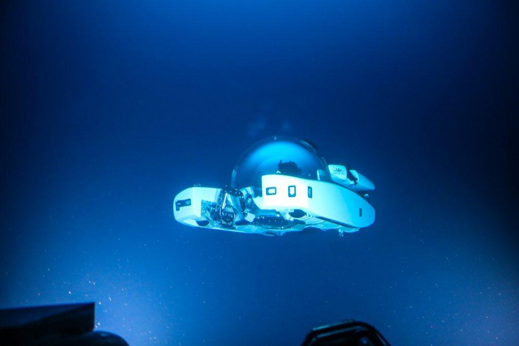 TRITON 3300/6 bajo el mar.