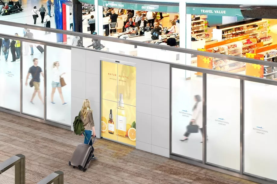 Concepto de las nuevas puertas de LG con pantallas transparentes.