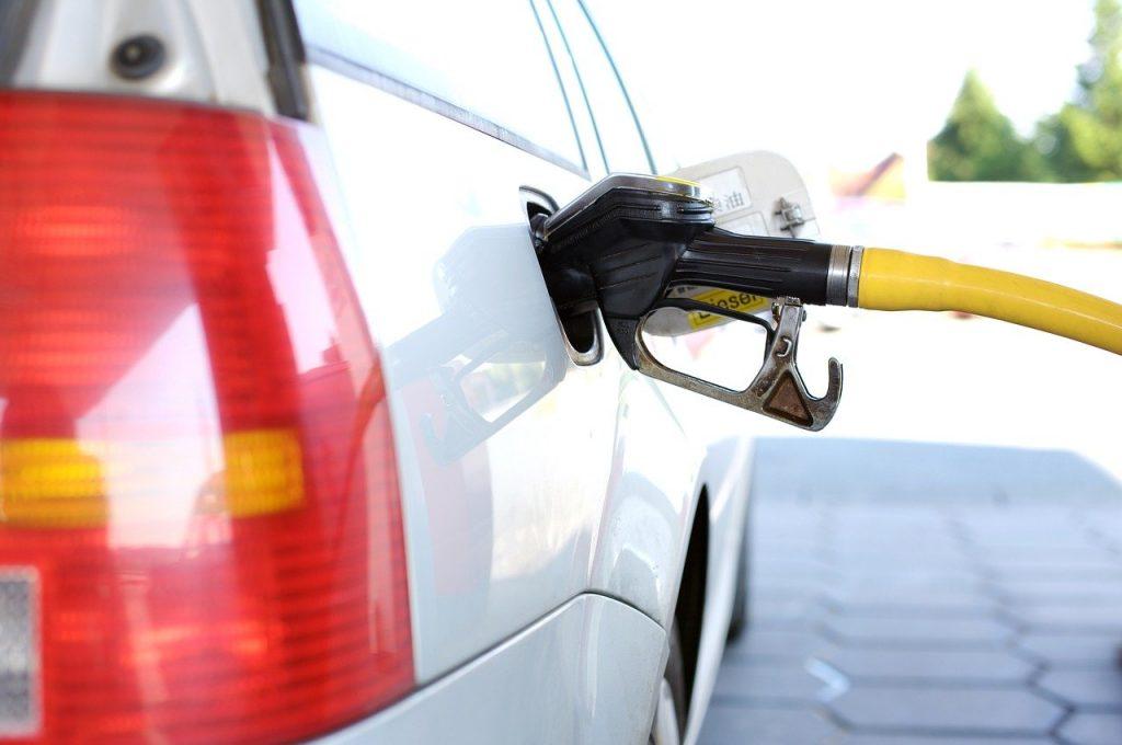 Logran fabricar gasolina sintética con energía renovable y gases ambientales.
