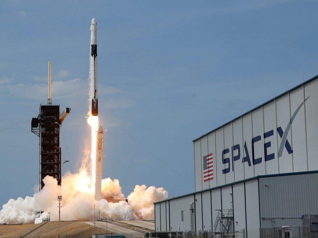 SpaceX satélite publicitario