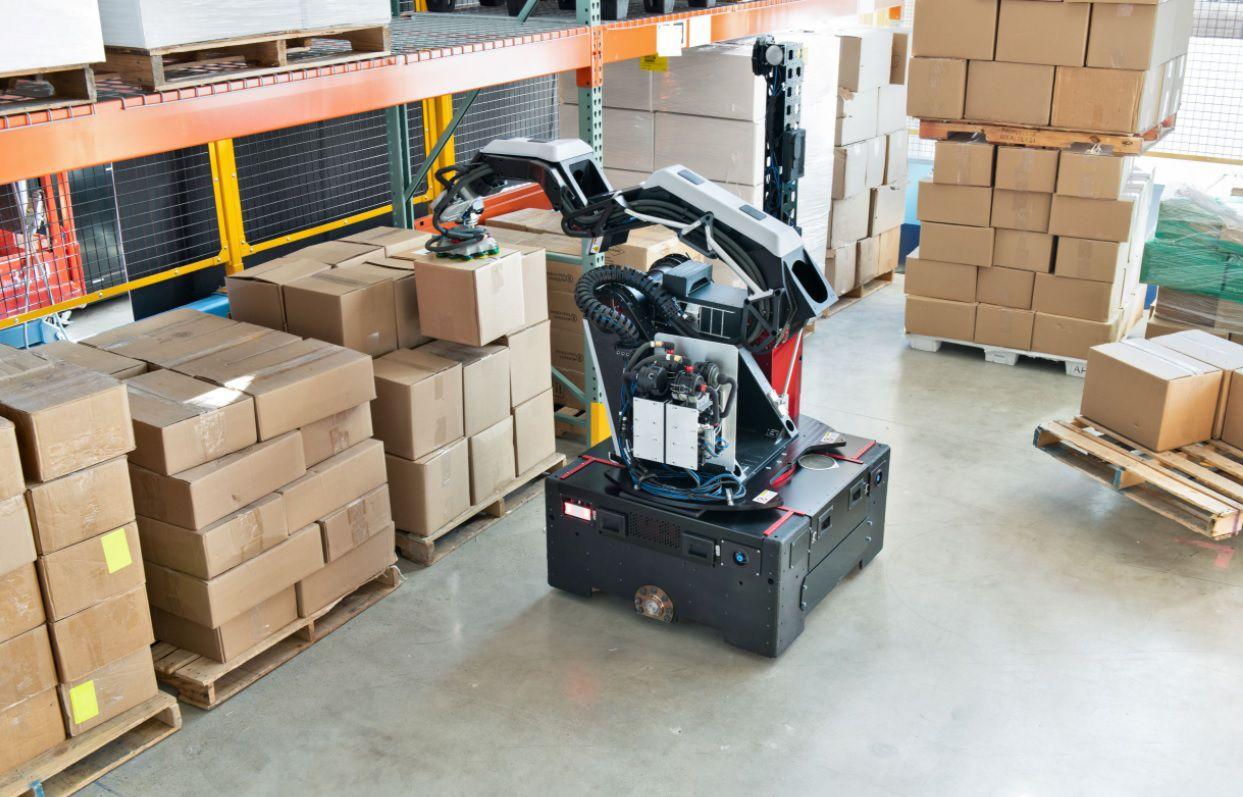 robot mueve cajas almaneces